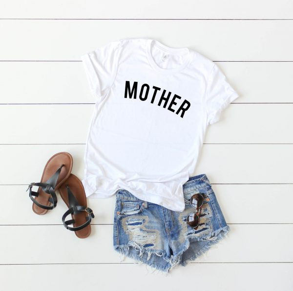 mother t-shirt in black print